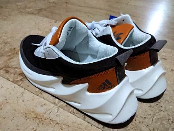 Brand New!!) Adidas Shark Boost Concept