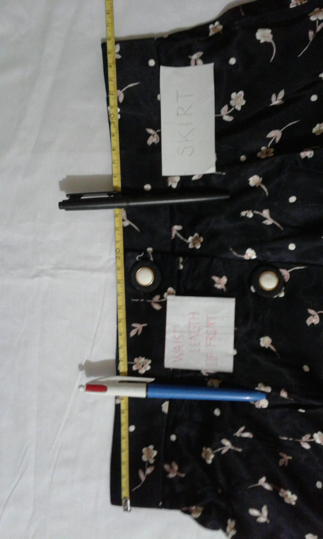 D)  Waistcoat + long skirt puberty woman is black shine.