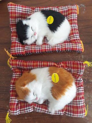 Boneka Kucing Bantal Bersuara
