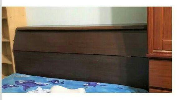二手的床頭櫃,至少要休旅車以上才可搬運~新竹面交