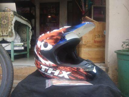 Helm Cross THX