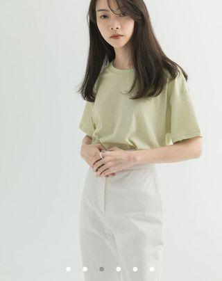 低彩度色系短袖上衣