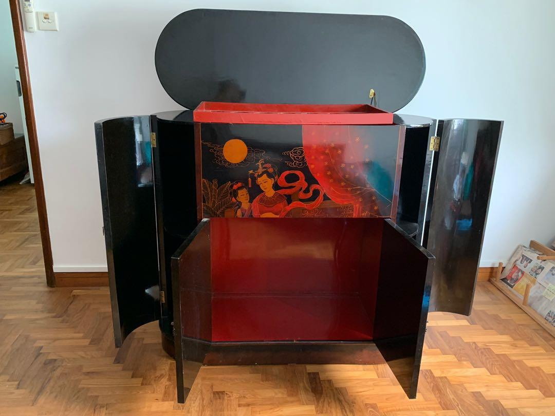 Lacquered cabinet display