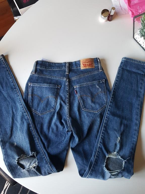 Levis 721 High Rise Distressed Skinny Jeans. RRP$129
