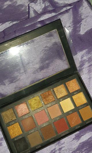 Huda Beauty Textures shadow pallete