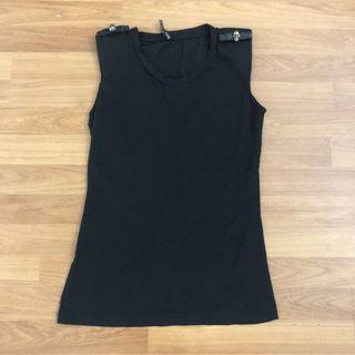 Black sleeve top with skull