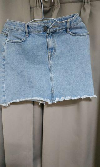 牛仔短裙 水洗 淺藍 牛仔短裙 9成新 超好穿 超好看 時尚必備