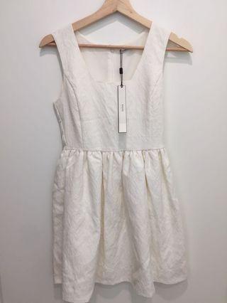 日牌 Emoda 白色雕花洋裝
