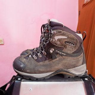 sepatu outdoor second trezeta atau sepatu gunung bekas
