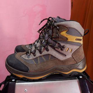 sepatu outdoor second go sport atau sepatu gunung bekas