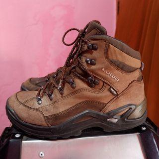 sepatu outdoor second lowa atau sepatu gunung bekas