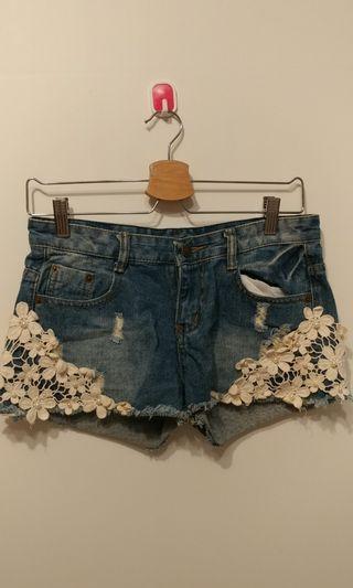 花朵 布蕾絲 刷破 牛仔短褲 甜美風格