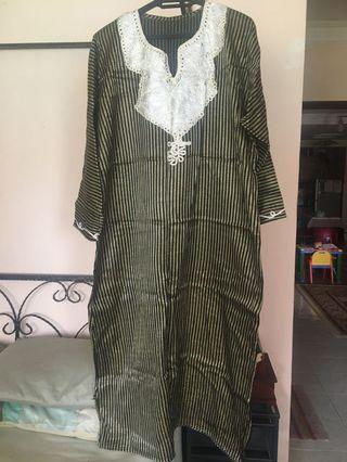 Black and Gold Stripes Jubah