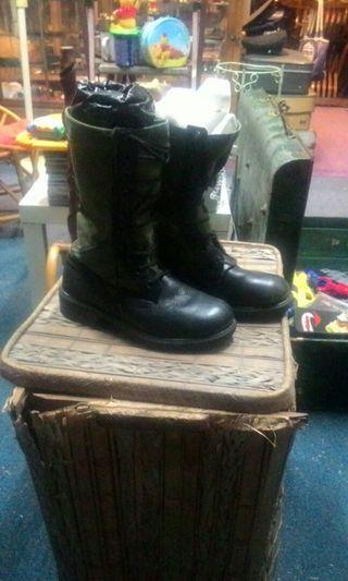boots askar