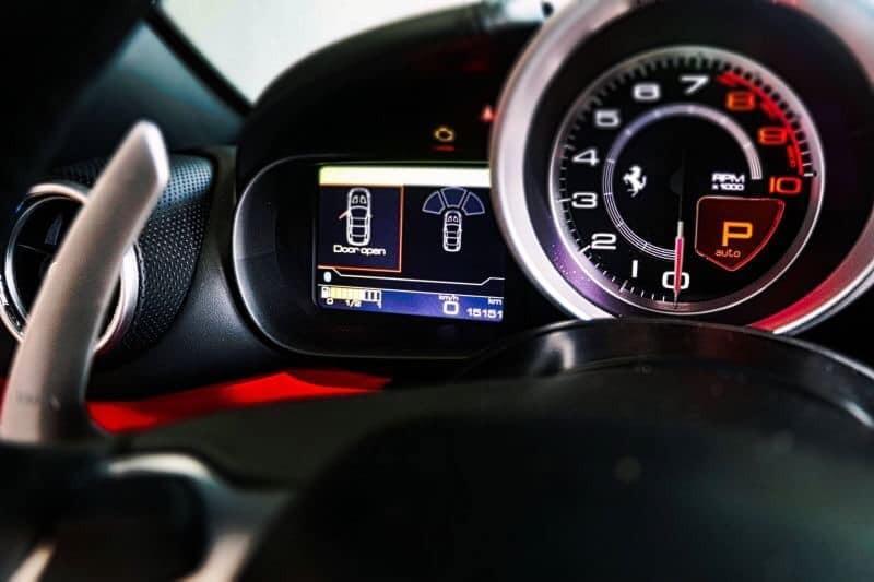 蒙地拿 總代理 Ferrari California T 2015年出廠  3.9V8 560hp 行駛里程:15151公里 蒙地拿原廠保養   選配:            紅/黑雙色內裝            20吋鋁圈            前後車距雷達            倒車顯影            頭枕廠徽浮雕            主動轉向頭燈            輪胎壓力及溫度偵測系統