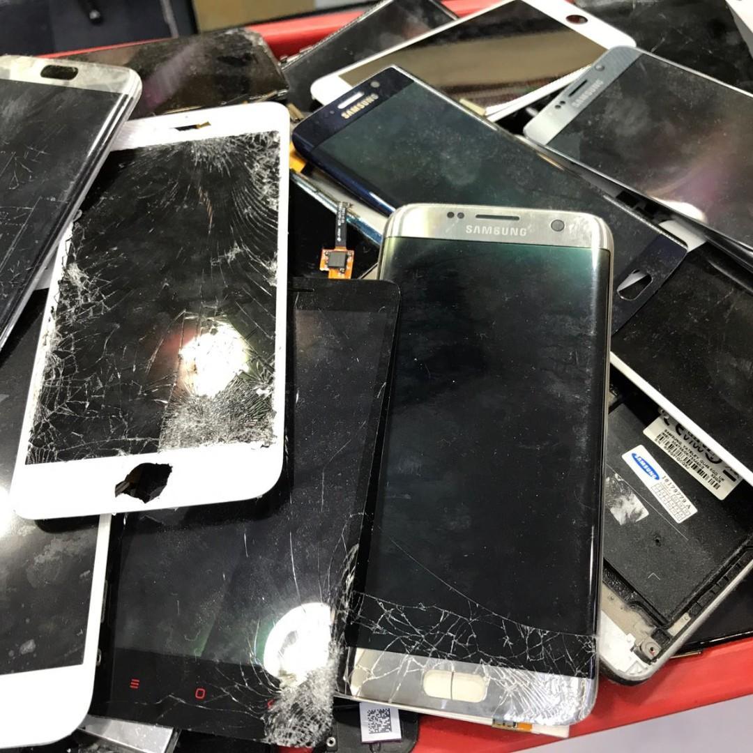 iPhone 6 7 8 X XR XS Max Crack LCD Display Screen Repair