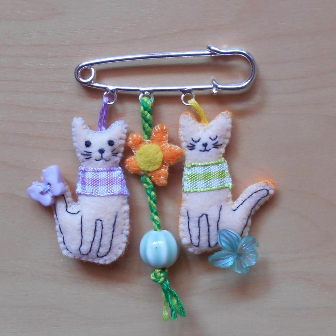 Cat Charm Pin Kittens on Safety Pin  Kilt Pin Feline