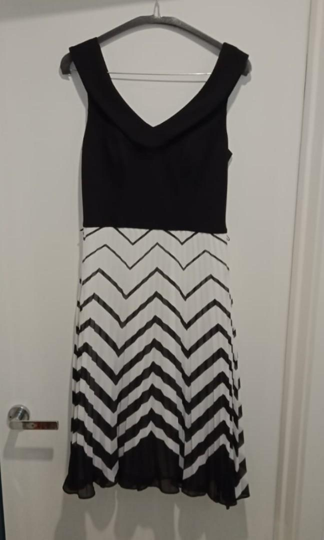 Review Dress Size 8. Worn Once Brand New Condition
