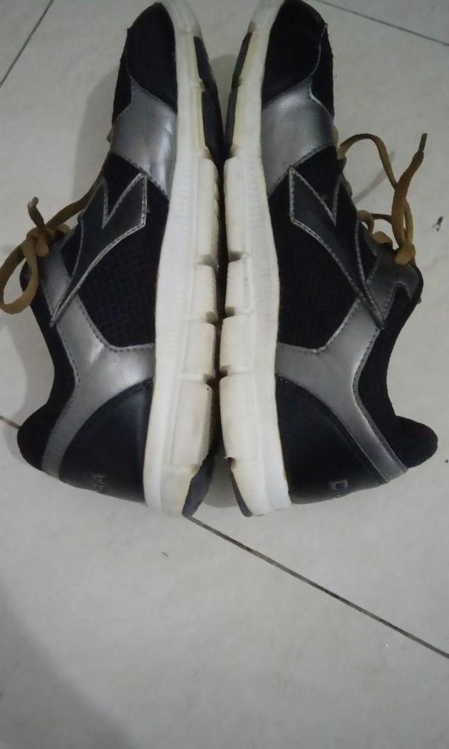 Sepatu/Shoes untuk olahraga Lari, Basket Dan lainnya. Merk Diadora + Tempat. Jarang digunakan. COD Stasiun