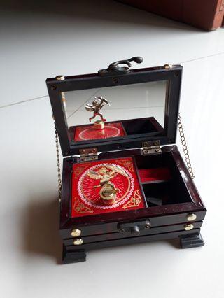 Musik box dancing