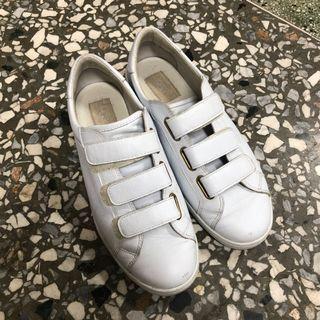 UGG魔鬼氈小白鞋