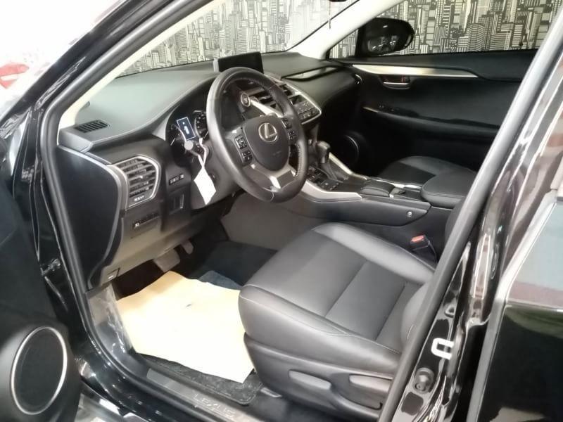 2018年 Lexus NX200 2.0《黑配黑》