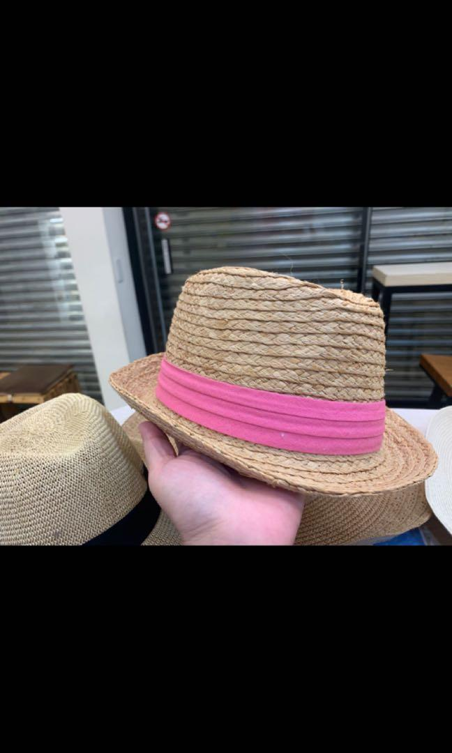 草帽打叉已賣出,一頂60 全部帶150