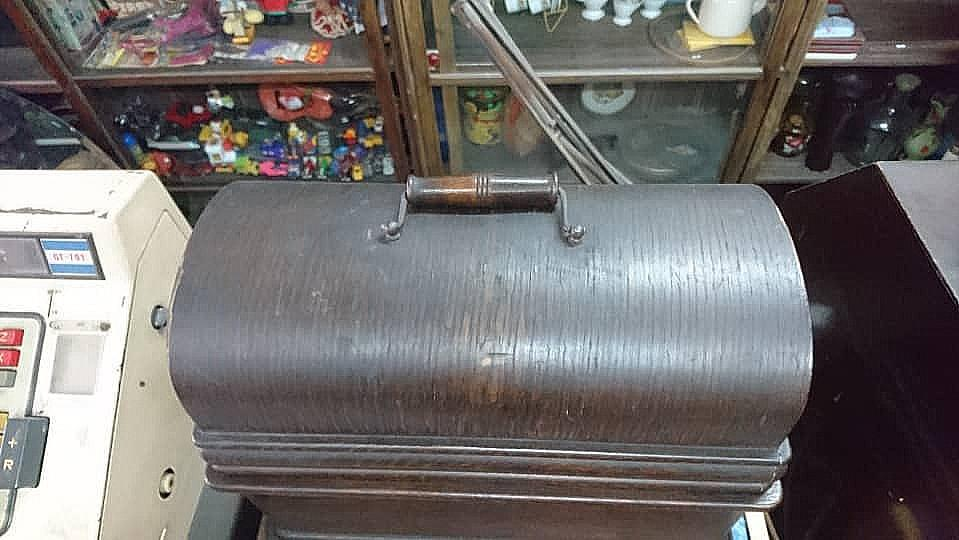 ANTIQUE EDISON TALKING MACHINE