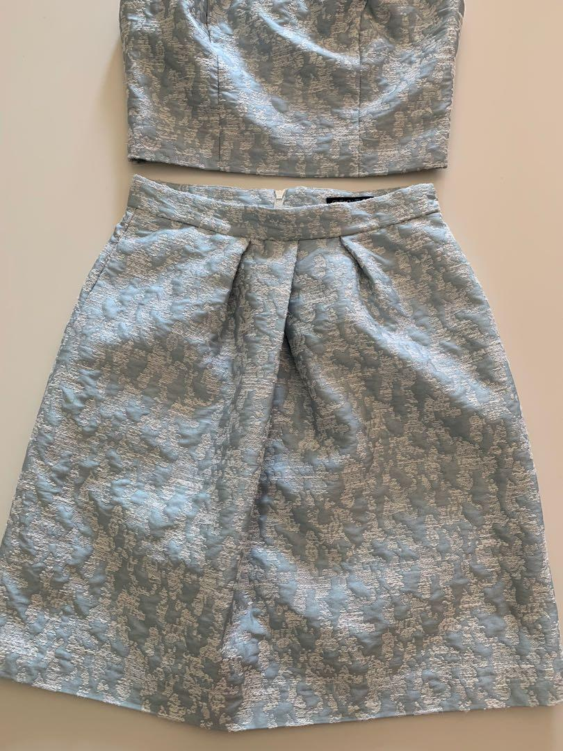 Cue in the City Size 8 Sky Blue Twin Set Crop and Skirt