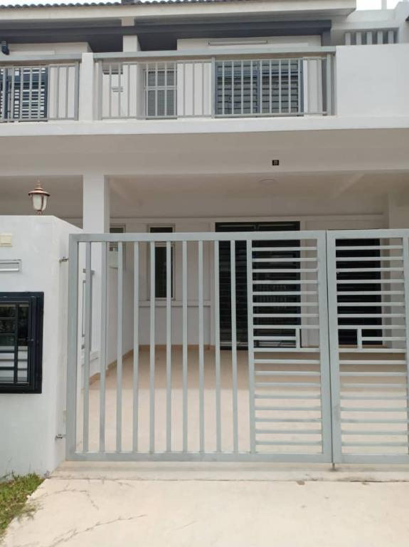 Double Storey Terrace House Meridin East / Masai / Partially Furnished / 1100