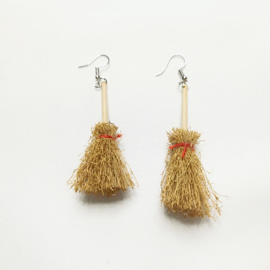 [Halloween Special] Witch's Broom Earring