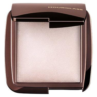 HOURGLASS Ambient Lighting Powder in Ethereal Light.