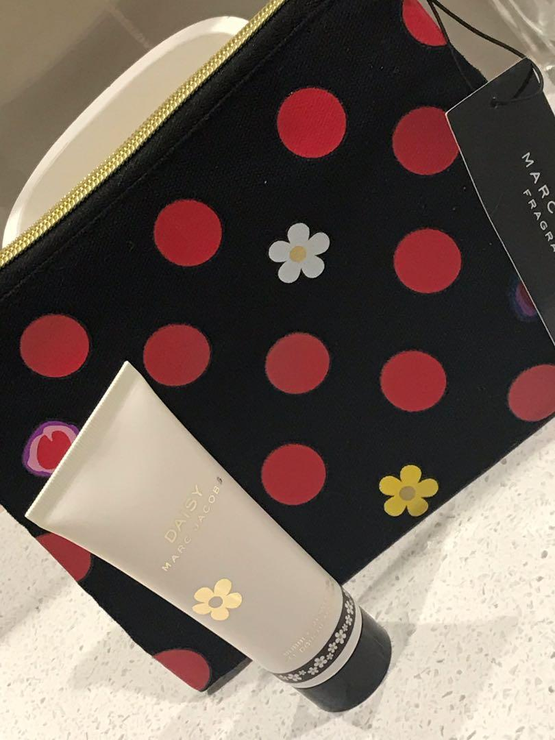 Marc Jacobs Shower Gel & Marc Jacobs Material Makeup Purse