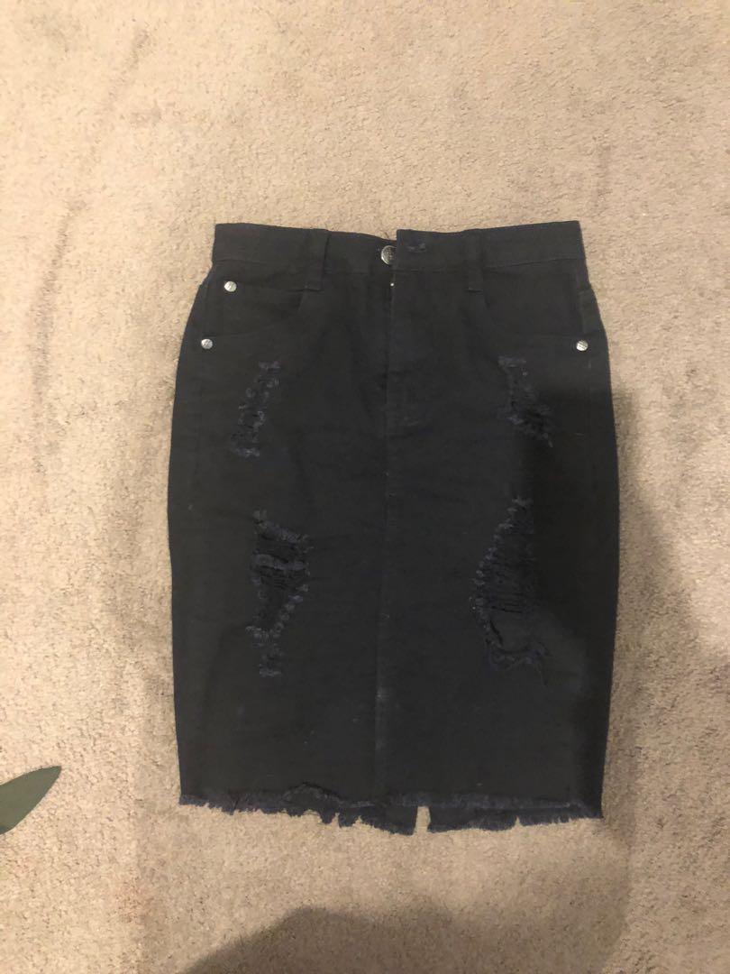 Midi Ripped black skirt
