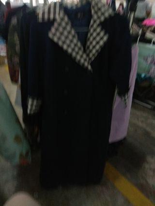 Outer atau blazer panjang , coat