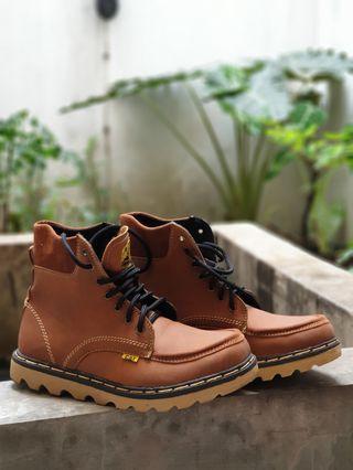 Sepatu Boots CAT