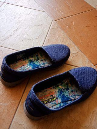 (Giler Sales)  Skechers Women Shoe Memory Foam size 7