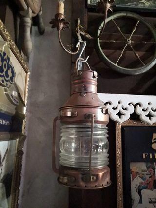 Lampu kapal antik