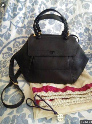 Authenthic Tory Burch Half Moon in black