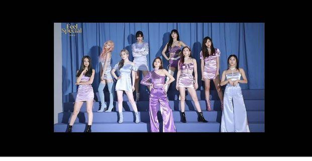 (WTB) Twice feel special poster version B