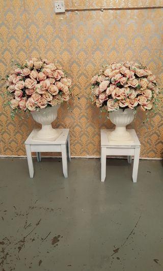 Bunga hiasan bersama pasu (plastik)
