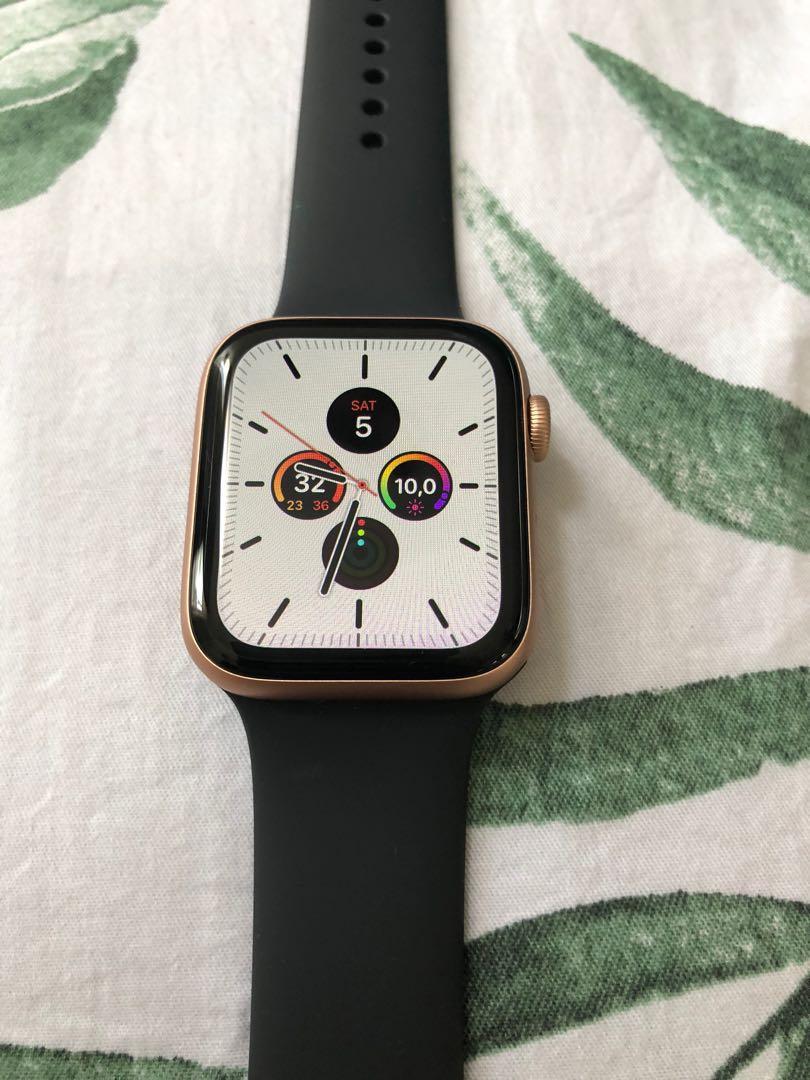 Apple Watch series 5, GPS 44mm, Aluminium Gold strip Hitam