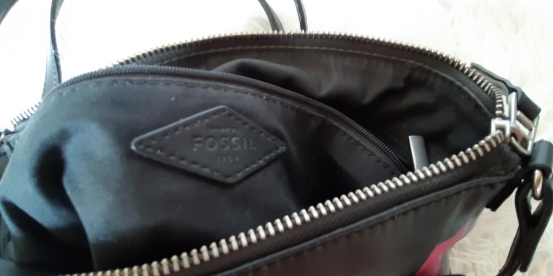 Authentic Fossil shoulder/sling bag.. Dijual apa adanya..Cheap🎁🎁🎁