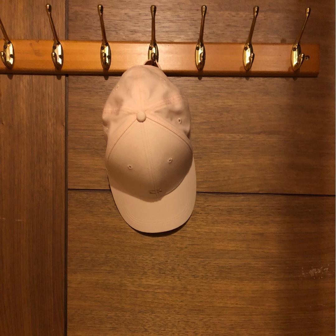 Calvin klein 淡粉色老帽