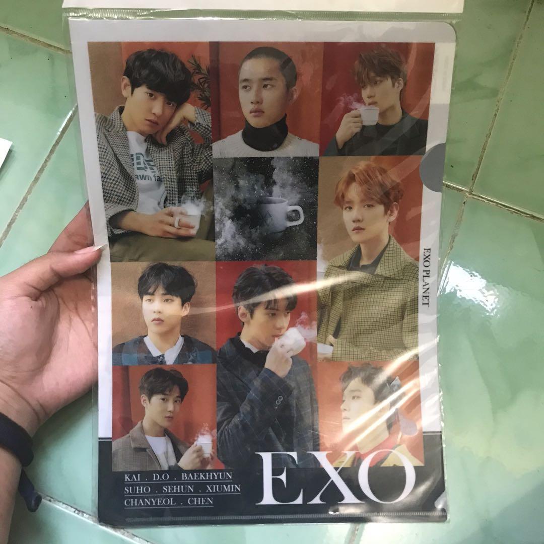 Merchandise EXO : Kipas, Map, Key Holder & Standing Doll Sehun