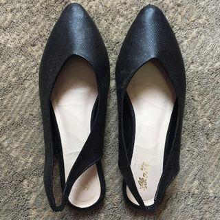 Flatshoes hitam akane