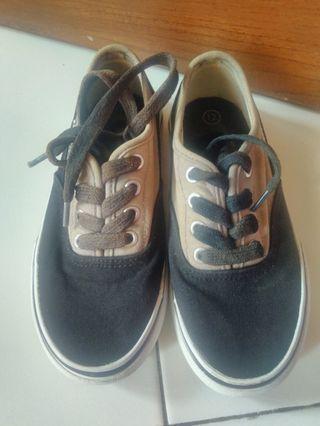 Sepatu keds airwalk ori yaa size 12 utk anak 4 THN