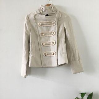 日貨賣家購入 | 英倫風 特殊 金色 排釦 設計 軍裝 白色 厚實 外套