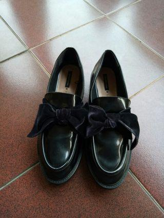 Stradivarius Loafer with Bow