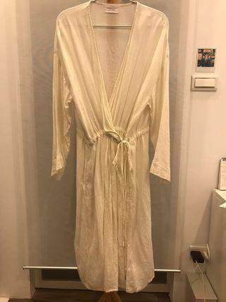 日本mumokuteki 長版米白薄麻料罩衫